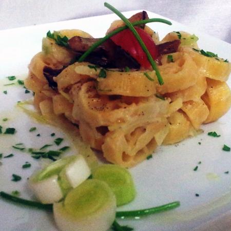 Ricetta inserita su spaghettitaliani.com da Maurizio Cascino: Ruote di carro al tonno fresco, cappuccio ed erba cipollina