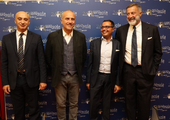 -Il Sindaco di Piano Vincenzo Iaccarino  con il direttore Mario Esposito e i presidenti di sezione Danilo Rea e Luca Barbareschi (3)