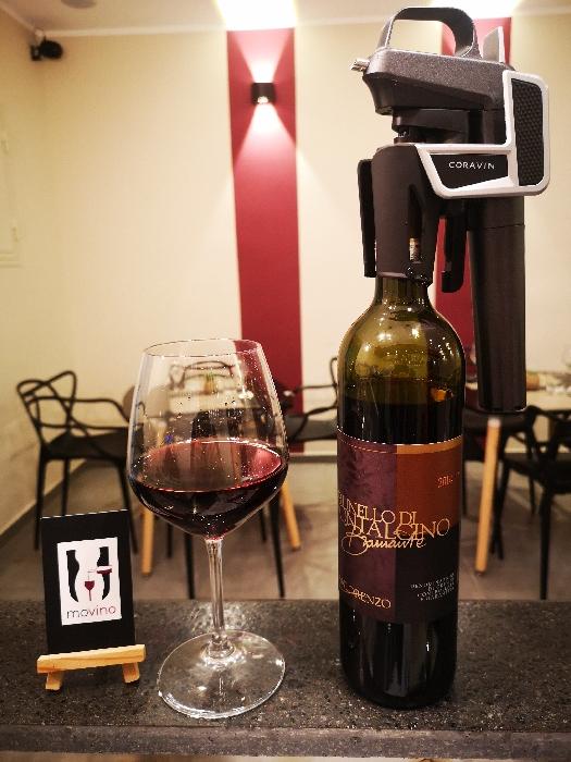 -Mescita dell'intera winelist, grazie all'utilizzo del Coravin, strumento che consente di gustare anche i vini di pregio al calice e garantirne la conservazione. Non vi precludere alcuna emozione da Movino.