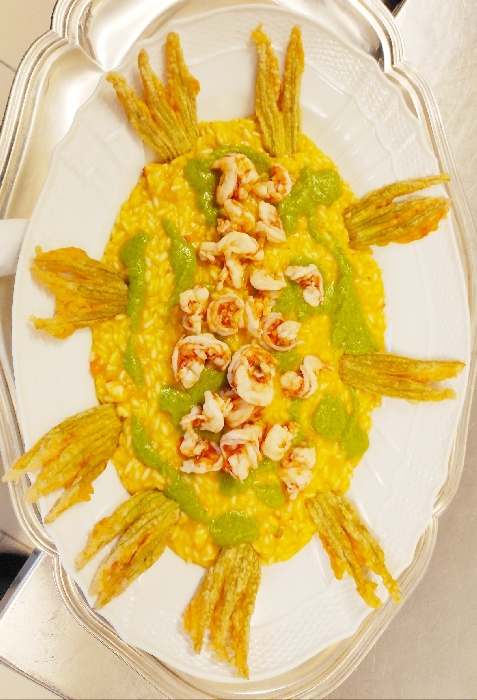 -Risotto ai Gamberi con Crema di Zucchine e Fiori di Zucca Croccanti