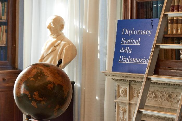 -foto festival diplomacy X