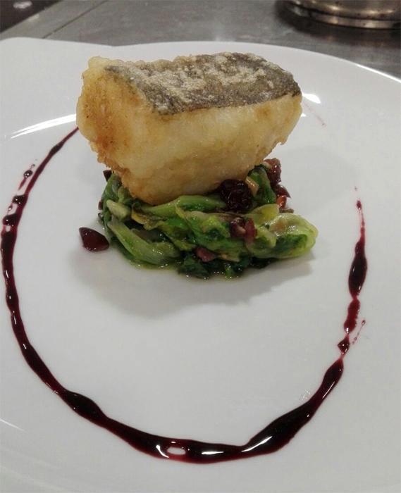 Baccalà in tempura... scarola ripassata alla napoletana e riduzione di vino rosso