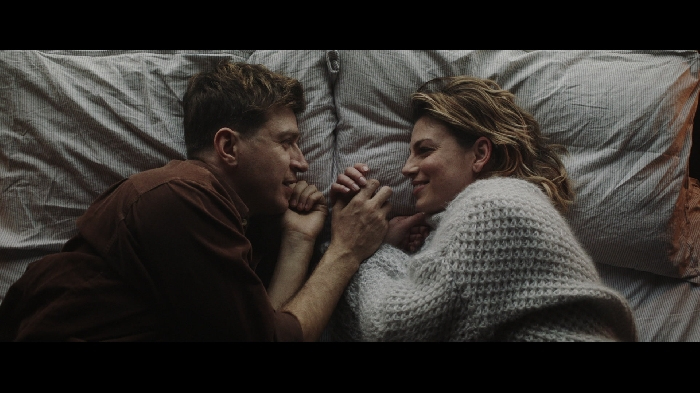 Emma e Alessandro Roja nel video Luci Blu