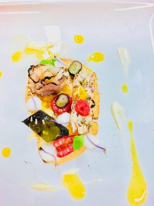 Fegatini al Campari, Gamberi al limone, Lardo di colonnato caramellato, Insalatina di lamponi e mirtilli e Salsa all'arancia