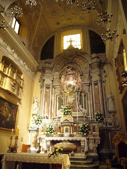 L'altare della Chiesa di Santa Maria in Portico
