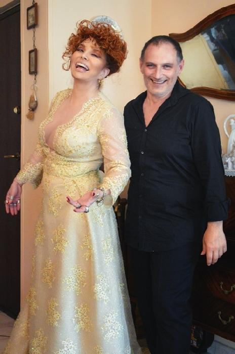 L'attrice Simona Patitucci, nipote di Ugo Tognazzi e doppiatrice di Ariel, indosserà un abito creato da uno stilista napoletano, Gianni Cirillo