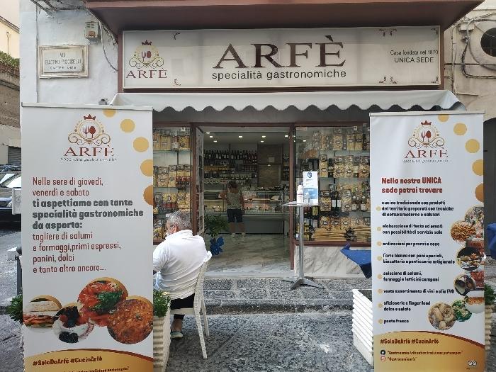 Nuovo look della Gastronomia Arfè - foto di Luigi Farina