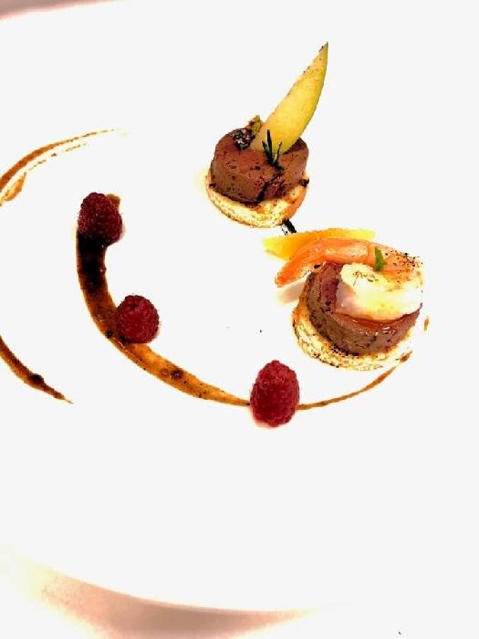 Paté di fegatino, cipolla rossa e arancia, Gamberetti a vapore conditi agli agrumi, Mela verde e lampone