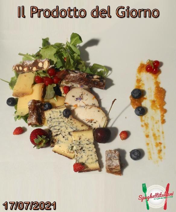 Tagliata di formaggi, confetture e panforti, fotografia di Luigi Farina