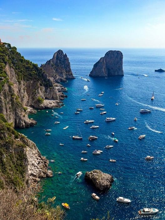 Viaggio virtuale ai faraglioni di Capri in diretta Facebook per l'inaugurazione dello yacht Allure 38