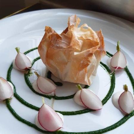 -Cartoccio sardo con coulis di spinaci e ravanelli al naturate