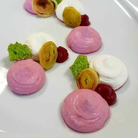 -Cheesecake salata bigusto con gelè di raparossa, porro grigliato e spugna di prezzemolo