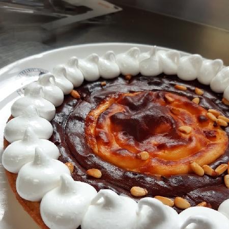 -Crostata al cioccolato e vaniglia con meringa dorata
