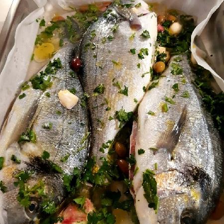 -Orata al forno con olive taggiasche alla vernaccia