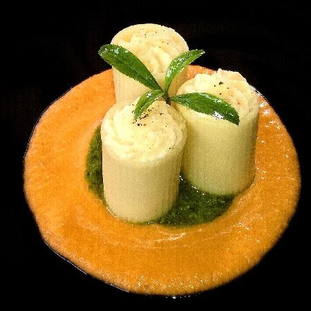 -Rigatoni in Verticale con Mousse di Gamberi su Purea di Pomodori Marinati e Pesto di Basilico