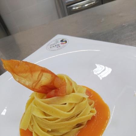 -Tagliolini o tagliatelle con colatura di pomodoro addensata