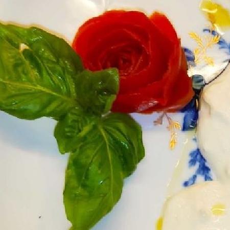 -Tortino di Zucchine e Speck su Stracciatella di Burrata