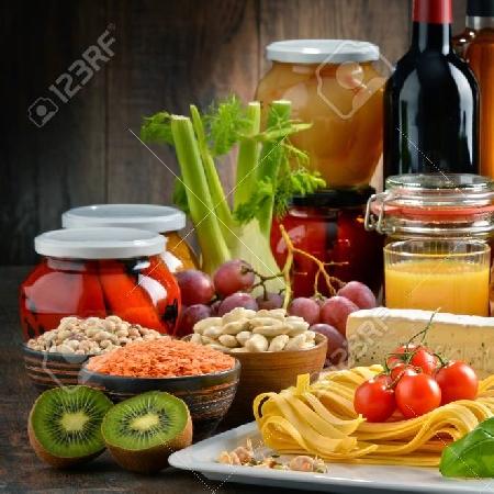 -composizione con varieta di prodotti tipici