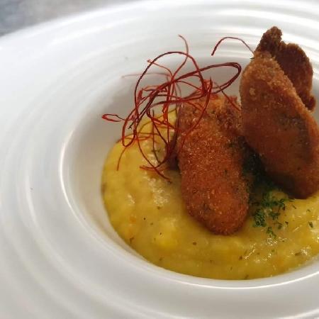 -ostrica fritta con pappa al pomodoro giallo di Corbara