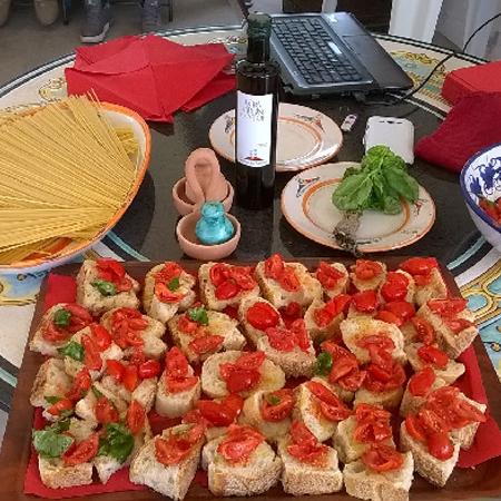 Bruschetta con pane cafone del Vesuvio e Pomodorini del Piennolo