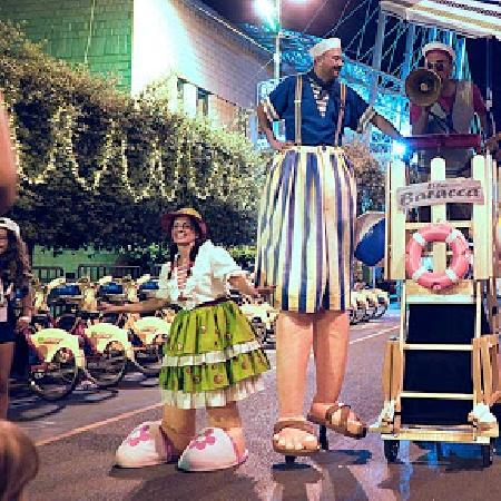 Carnevale all'Edenlandia con la performance itinerante Tipi da spiaggia Sabato 22 febbraio alle ore 16 e 17