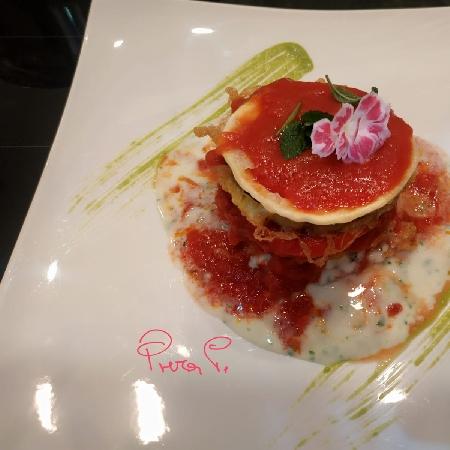 Cilindro di Parmigiana con lasagna croccante fritta