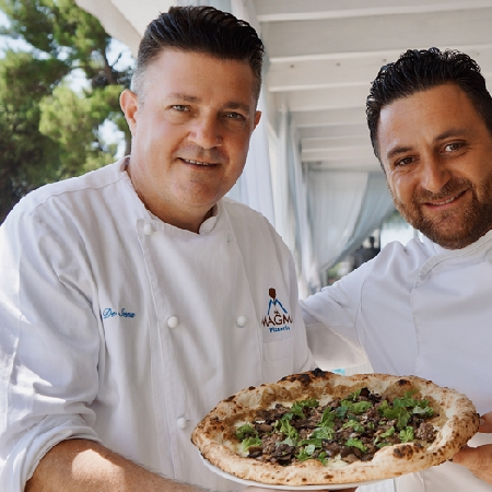 Claudio De Siena e Domenico Iavarone con la pizza Star di settembre