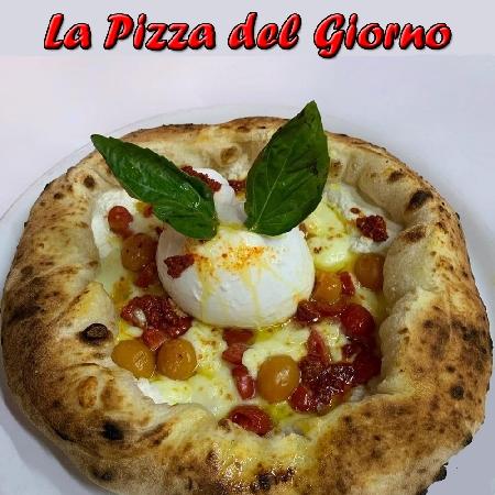 La Bomba del Sud, preparata dal Maestro Pizzaiolo Maurizio Ferrillo dell'omonima Pizzeria di Napoli