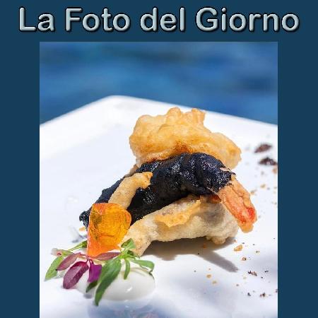 La Foto del Giorno del 3 Settembre 2021 - Trilogia di mare in tempura con maionese di polpo e foglioline dell'orto