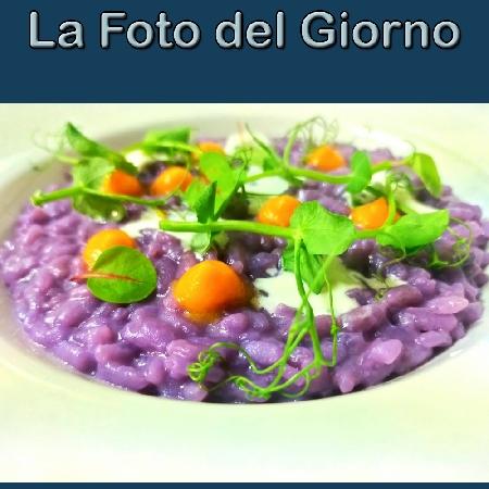 La Foto del Giorno del 5 Ottobre 2021 - Risotto al cavolo viola, zucca e fonduta di pecorino di fossa