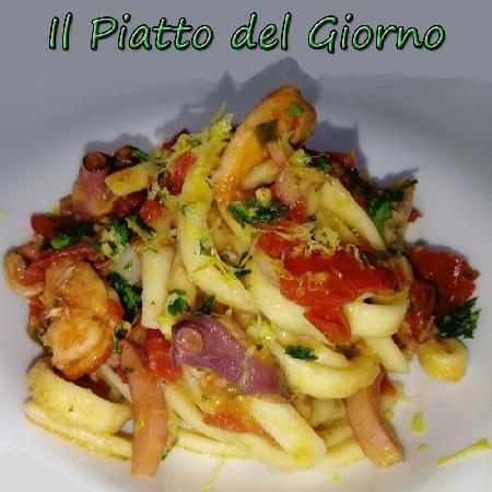 Linguine alla posillipina preparato dallo Chef Antonio Arfè dell'omonima Gastronomia di Napoli