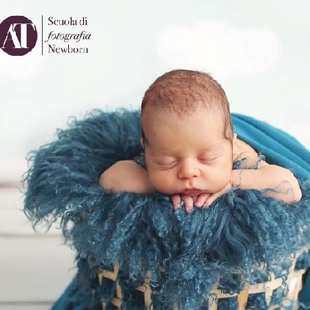 Nasce a Napoli la prima Scuola Professionale in Fotografia Newborn  italiana in aula.