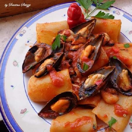 Paccheri con pomodoro a pera d'Abruzzo e cozze di Ortona