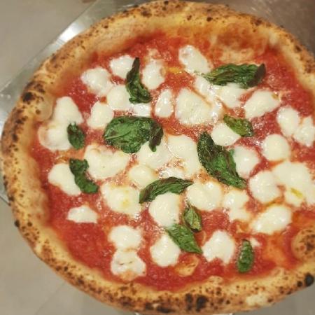 Pizzeria Zamparelli - Margherita con mozzarella di bufala