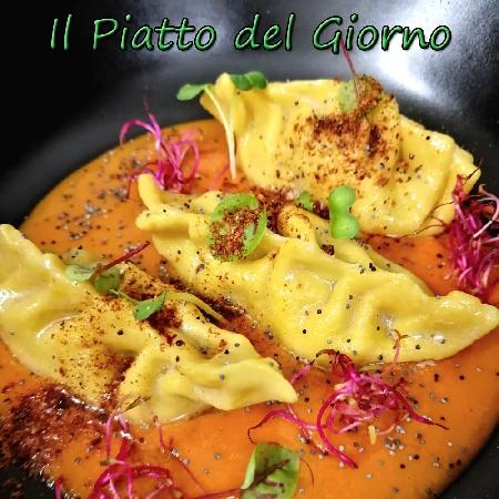 Ravioli con baccalà e patate su riduzione di pomodoro fresco dello Chef Stefano Bartolucci del Ristorante RossoDiVino di Valmontone (RM)