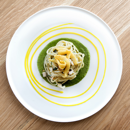 Spaghettoni con cernia, seppioline croccanti broccoletti, limone e zafferano