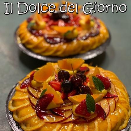 Sponge cake con crema chantilly e frutta di stagione del Pastry Chef Leo Pazzi della Pasticceria Estense di San Felice sul Panaro (MO)