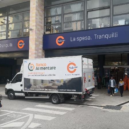 Supermercati Sole 365 donano furgone refrigerato a Banco Alimentare Campania
