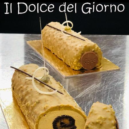 Tronchetto Goloso del Pastry Chef Gennaro Volpe coordinatore dell'Università del Cioccolato Caffarel e Consulente privato di pasticceria